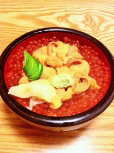 """""""Ikura, Uni don"""" (Salmon roe, sea urchin bowl)."""