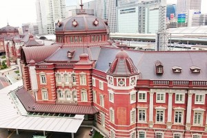 "In the roof garden of the 6th floor, the view overlooking ""Tokyo station"" building"