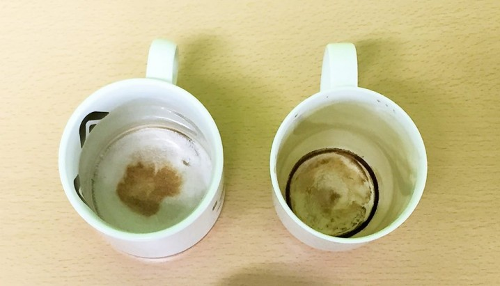 Cups with the stain of the coffee.