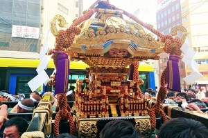 "portable shrines of parishioners in ""Sanjya matsuri"""