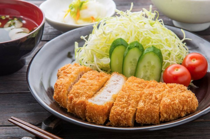 """Tonkatsu"" with shredded cabbage"