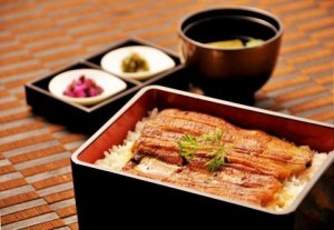 1) In the day of the ox in midsummer, there is a custom of eating eel.