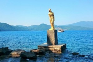"There is ""statue of Tatsu-ko"" in the ""Lake Tazawako""."