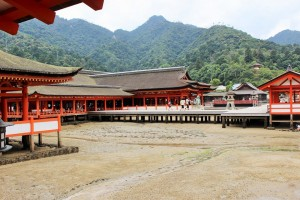 "The ""Itsukushima Jinjya"" at the time of the ebb tide."