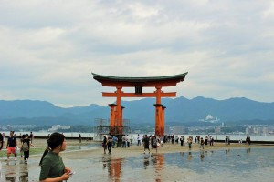 "The ""Ootorii"" at the time of the ebb tide."