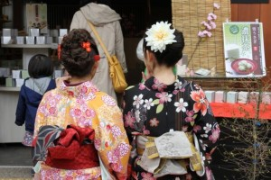 "beautiful Japanese girls wearing ""Kimono"""