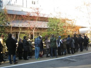 "In New Year's Eve, the popular restaurants of ""soba"" are very prospers."