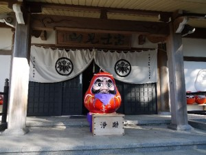 """Shorin-zan Daruma-ji"" (Takasaki) holds ""daruma fair"" from January 6 to 7 every year."