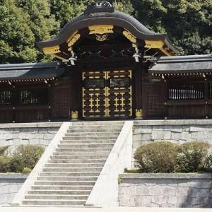 Twenty five Emperors were buried in Getsurin-tomb.